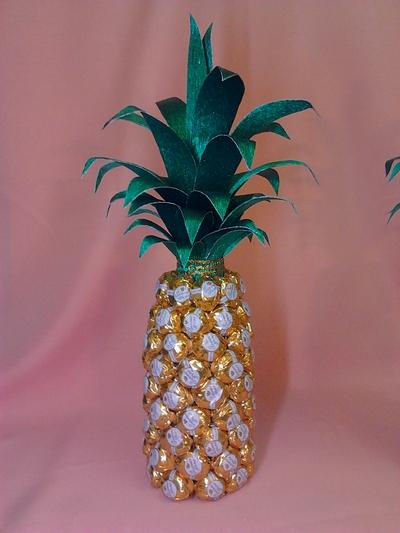 Как сделать ананас из конфет своими руками
